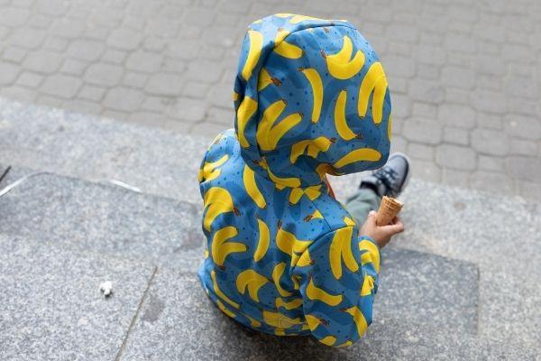 kurtka-softshell-bananowy-song-dla-dziecka-tylem